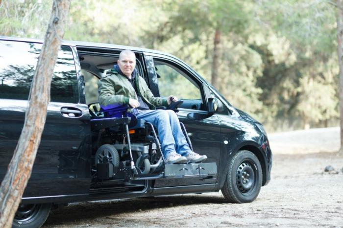 Scootmobiel in rolstoelauto