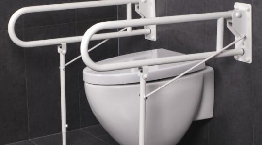 verhoogde toiletpot met steunpoten